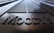 "Moody's says economy still ""susceptible to every risk"""